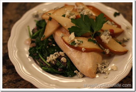 BAKED CHICKEN WITH SPINACH, PEARS AND BLUE CHEESE