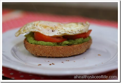 bagel with egg tomato and guacamole