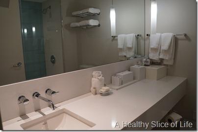L'Enfant Plaza Hotel Washingtn DC- clean white bathroom
