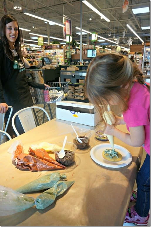 whole-foods-cookie-decorating