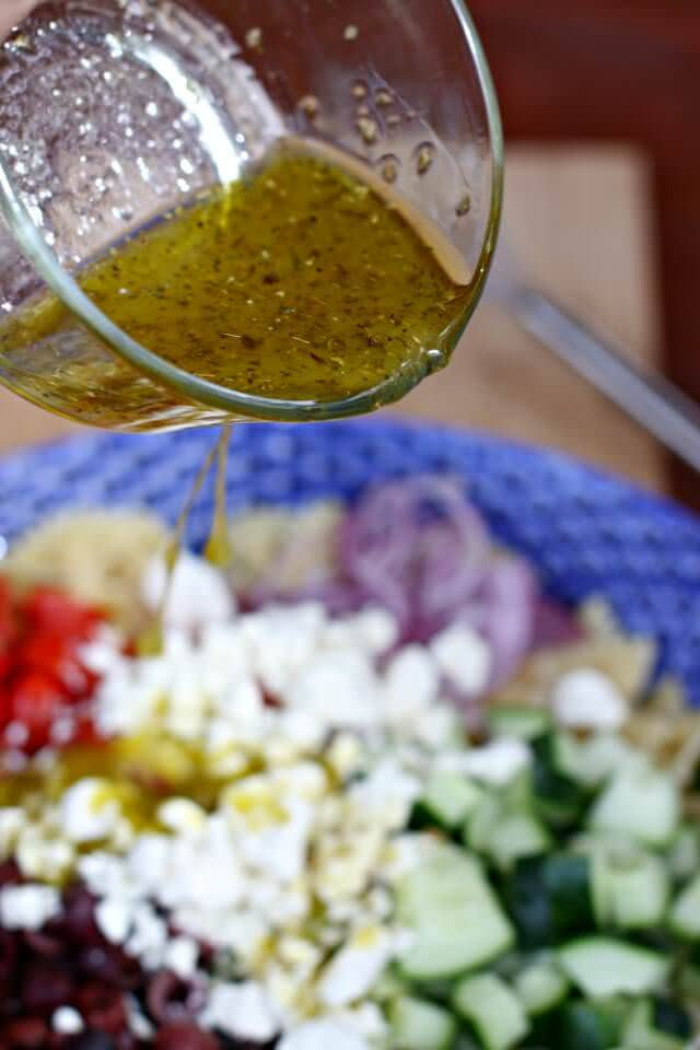 simple greek pasta salad- lemon olive oil dressing