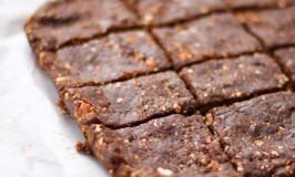 Dark Chocolate & Date No-Bake Brownies